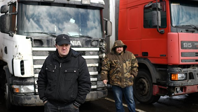 ВРосавтодоре сообщили, что половина дальнобойщиков-активистов разъехались
