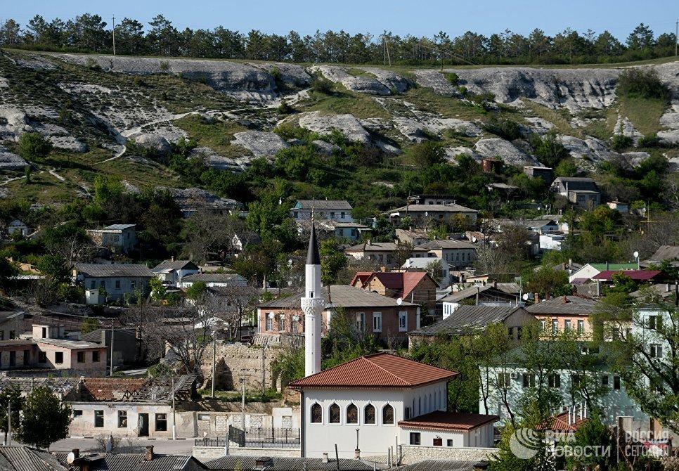 Вид на Большую Ханскую мечеть на территории Бахчисарайского историко-культурного заповедника Крыма Хансарай
