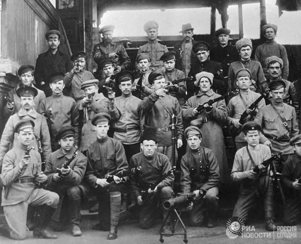 Группа красногвардейцев Железнодорожного района