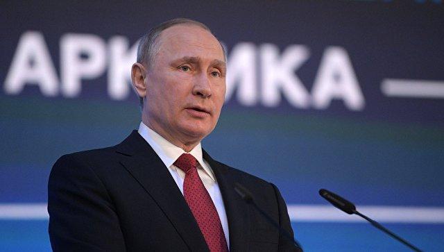 Путин поведал ведущему CNBC ороли антироссийской карты вСША