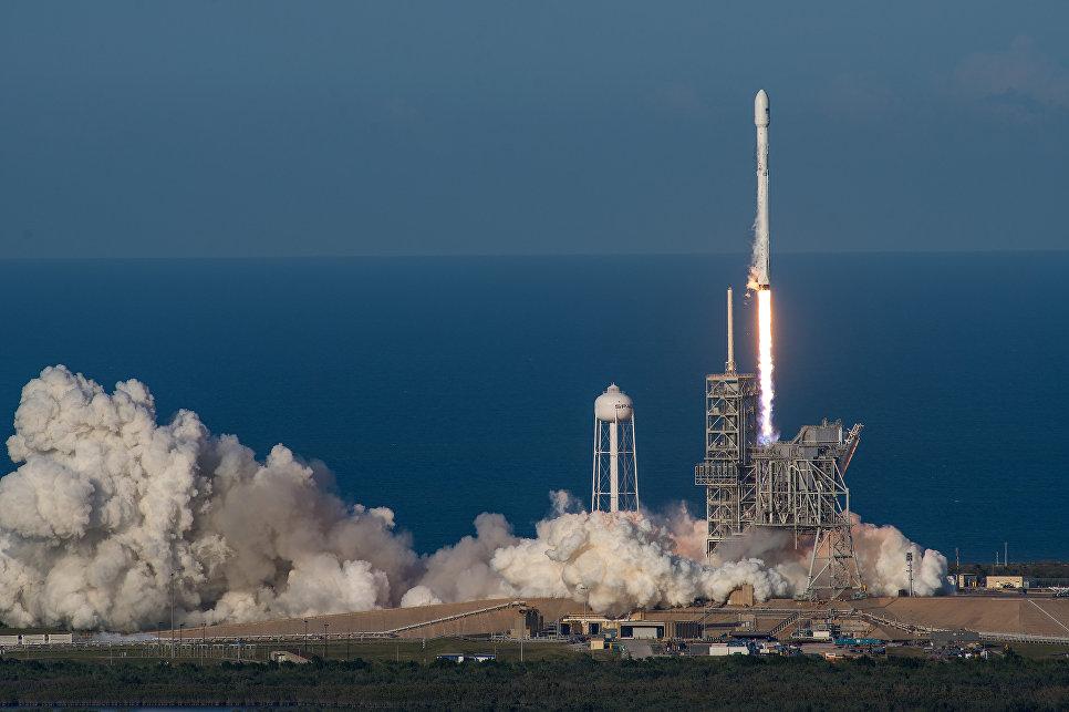Flickr SpaceXСтарт ракеты Falcon 9 со спутником SES–10 с космодрома на мысе Канаверал