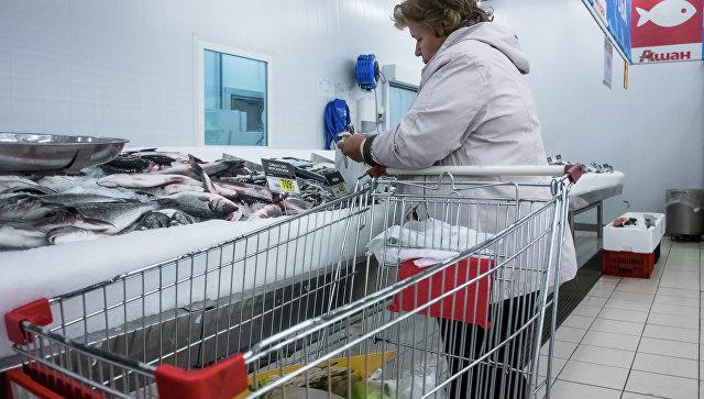 Посетительница в гипермаркете. Архивное фото