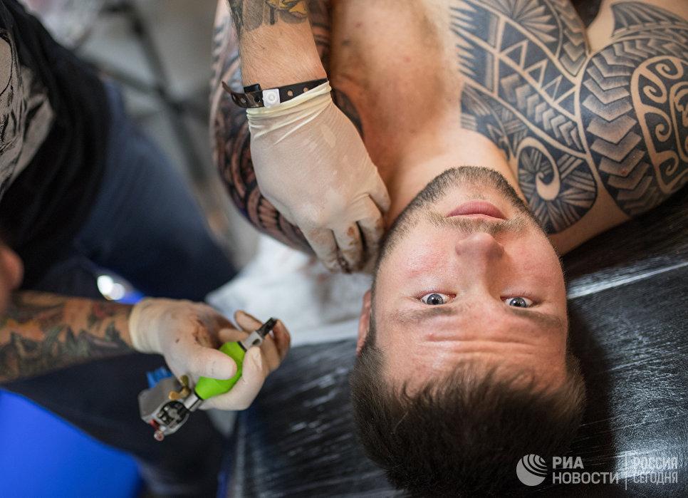 Участник Московского фестиваля татуировки 2017