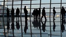 Пассажиры в здании терминала А аэропорта Внуково. Архивное фото