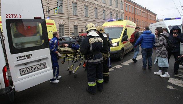 Эвакуация пострадавших в результате взрыва со станции метро Технологический институт в Санкт-Петербурге. Архивное фото