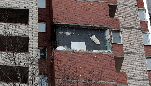 Повреждения в результате обрушения кирпичной кладки в жилом доме на востоке Петербурга. 6 апреля 2017