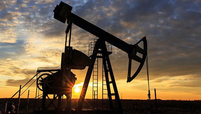 Цена на нефть марки Brent в пятницу впервые с 7 марта превысила 56 долларов за баррель