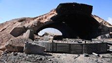 Последствия ракетного удара США по авиабазе в Сирии. Архивное фото