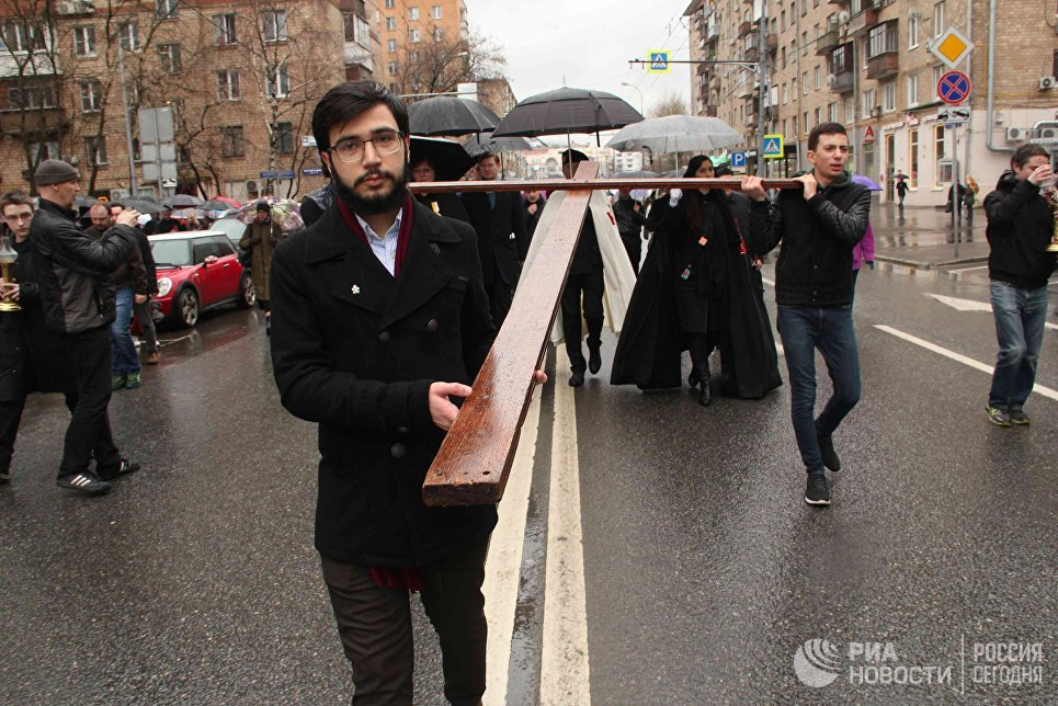 Крестный путь по улицам Москвы