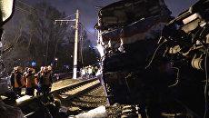 Столкновение электрички и пассажирского поезда в Москве. Кадры с места ЧП