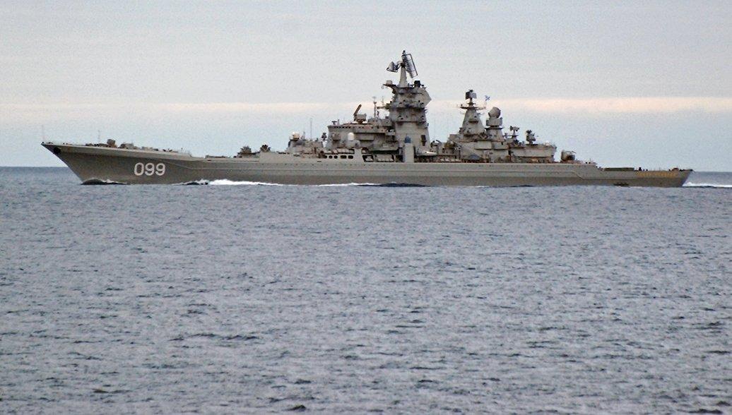 Тяжелый атомный ракетный крейсер Петр Великий во время прохода авианосной группы Северного флота России в Норвежском море. Архивное фото
