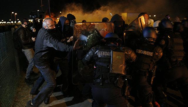 Столкновения полиции и сотрудников французской тюрьмы Флери-Мерожи, Франция