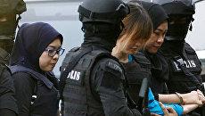 Женщины, обвиняемые в убийстве брата лидера КНДР Ким Чен Нама, перед судом Сепанга в Малайзии. 13 апреля 2017