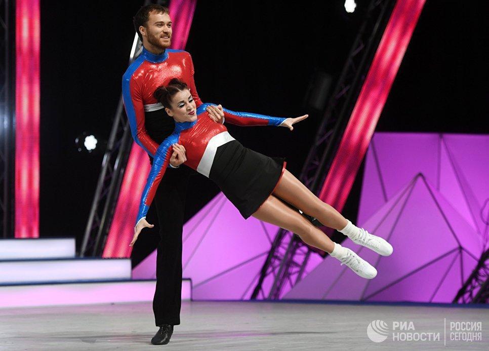 Спортсмены Дмитрий Самольянов и Оксана Павленко во время всероссийских соревнований по акробатическому рок-н-роллу Rock'n'Roll &CO. в Москве
