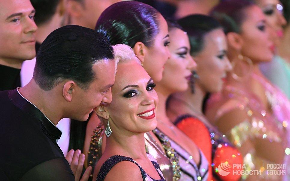 Алексей Соколков и Ольга Сторогина (Россия) выступают на чемпионате Европы по латиноамериканским танцам в Москве