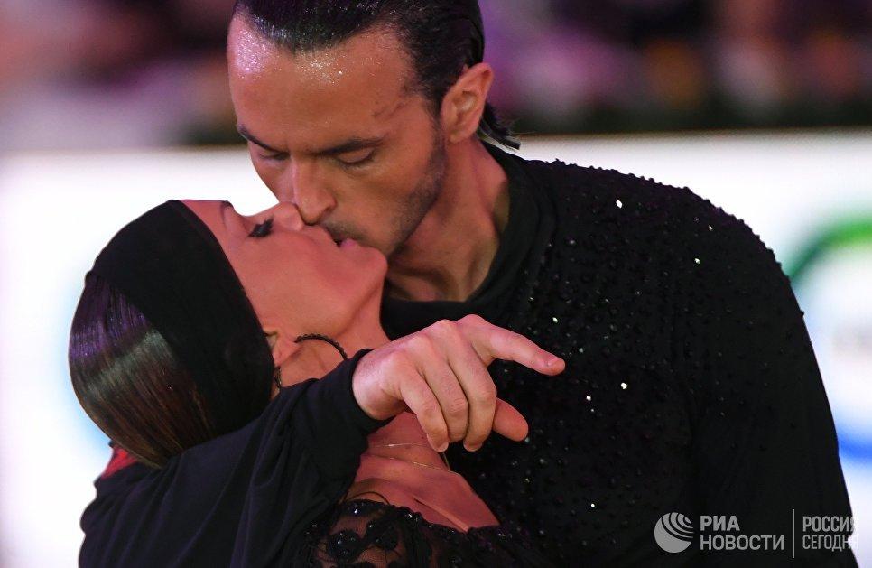 Эмануэле Сольди и Элиза Насато (Италия) выступают на чемпионате Европы по латиноамериканским танца в Москве