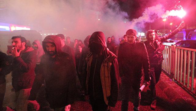 На улицы Стамбула вышли тысячи протестующих против результатов референдума