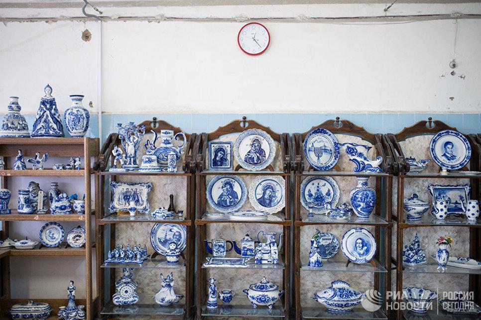 Керамические и фарфоровые изделия в музее Гжельского фарфорового завода