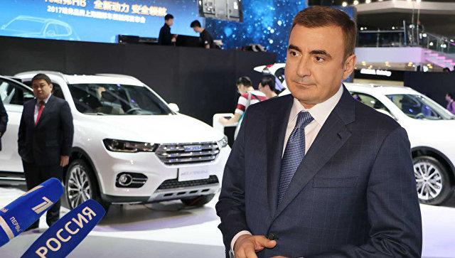 Губернатор Тульской области Алексей Дюмин на Шанхайском автосалоне 2017