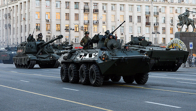 Вцентре столицы  возникла  желтая временная разметка для военной техники парада Победы