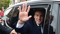 Кандидат в президенты Франции, лидер движения En Marche Эммануэль Макрон во время первого тура президентских выборов во Франции