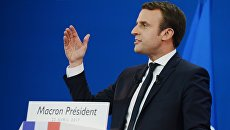 Кандидат в президенты Франции, лидер движения En Marche Эммануэль Макрон во время пресс-конференции по итогам первого тура президентских выборов во Франции. 23 апреля 2017