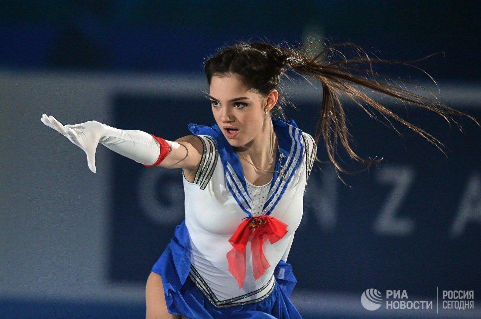 Евгения Медведева участвует в показательных выступлениях на командном чемпионате мира по фигурному катанию в Токи
