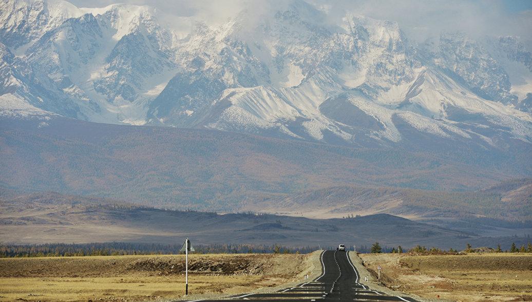 Вид на Северо-Чуйский хребет в Республике Алтай. Архивное фото