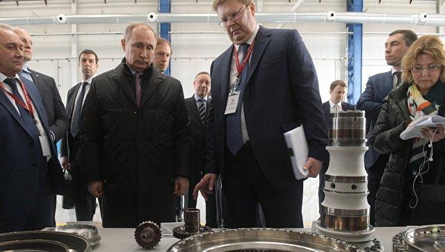 Президент России Владимир Путин во время посещения НПО Сатурн в Рыбинске. 25 апреля 2017