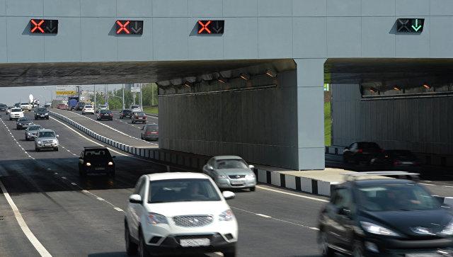 Транспорт проходит через тоннель. Архивное фото