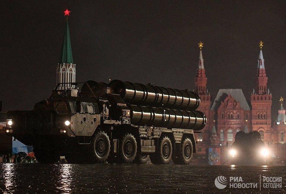 Зенитная ракетная система С-400 Триумф на репетиции парада Победы на Красной площади
