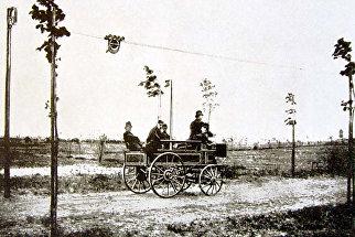 Первый в мире троллейбус фирмы Siemens в Берлине. Германия, 1882 год