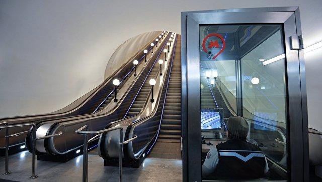 Вмосковском метро сэскалатора упали семь китайцев