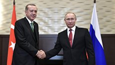 Президент РФ Владимир Путин и президент Турции Реджеп Тайип Эрдоган (слева) во время встречи. Архивное фото