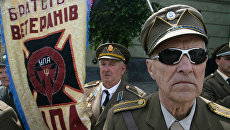 Ветераны УПА во время празднования Дня Героев у памятника Степану Бандере в центре Львова. Архивное фото