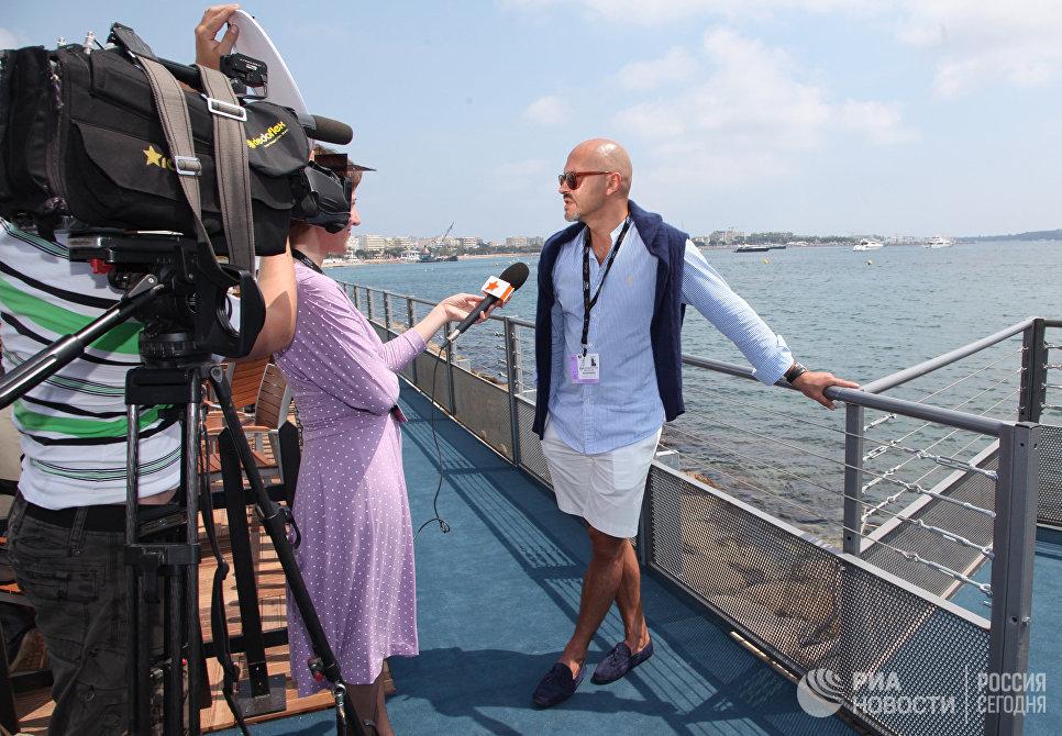 Федор Бондарчук дает интервью в рамках 64-го Ежегодного Каннского кинофестиваля