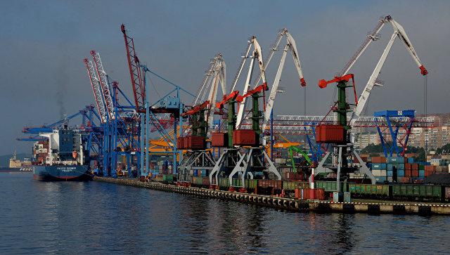 Морской торговый порт во Владивостоке
