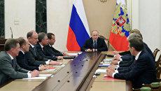 Президент России Владимир Путин проводит совещание с постоянными членами Совета безопасности РФ. 5 мая 2017