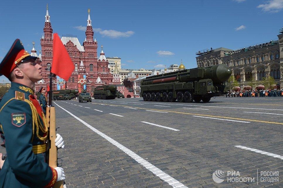 Транспортно-пусковой контейнер комплекса РС-24 Ярс на генеральной репетиции военного парада в Москве, посвящённого 72-й годовщине Победы в Великой Отечественной войне