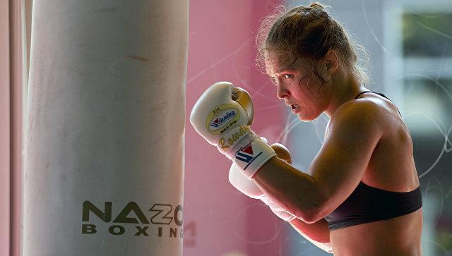 Хакеры слили пикантные фотографии лучших  девушек-бойцов UFC