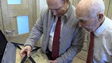 Путин подарил бывшему шефу выпущенную в день его рождения газету Правда