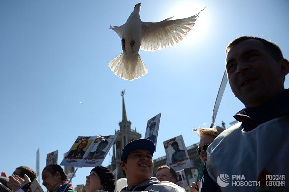Участники марша Бессмертный полк в Екатеринбурге