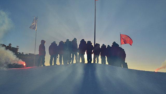 Российские полярники, прибывшие в Арктику для развертывания новой дрейфующей станции СП-40. Архивное фото