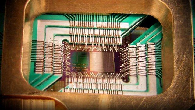 Чип предназначенный для квантовых вычислений. Архивное фото