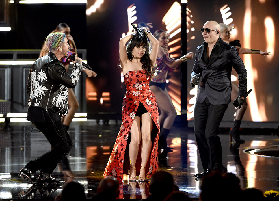 Камила Кабельо во время выступления на церемонии MTV Movie and TV Awards в Лос-Анджелесе