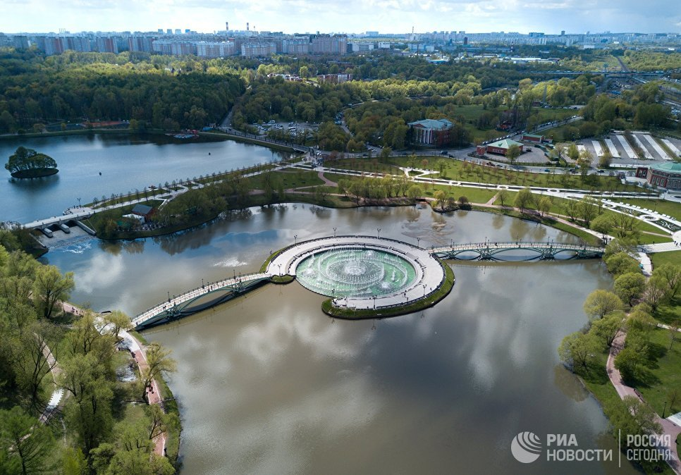 Дворцово-парковый ансамбль музея-заповедника Царицыно и жилой район Царицыно