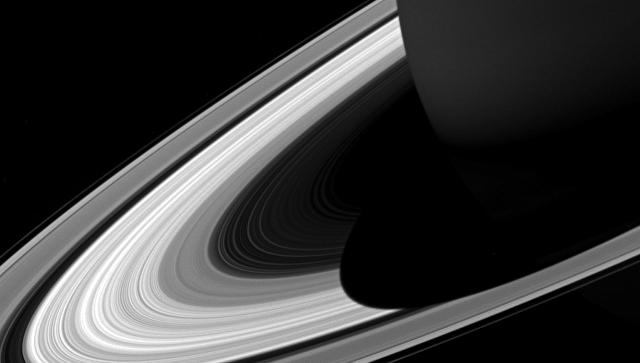«Кассини» сделал фотокарточку огромной тени Сатурна наего кольцах
