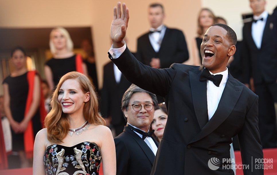 Член жюри, американский актёр Уилл Смит на красной дорожке церемонии открытия 70-го Каннского международного кинофестиваля