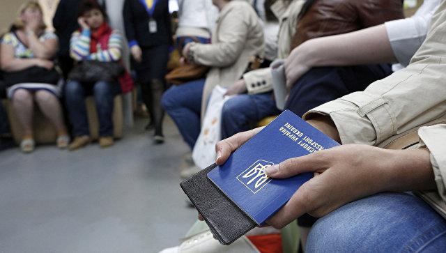 Центр выдачи загранпаспортов Киеве. Архивное фото