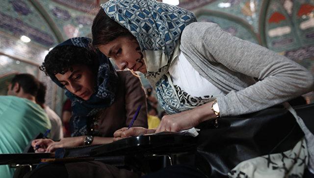 В Иране время голосования на президентских выборах продлили на два часа